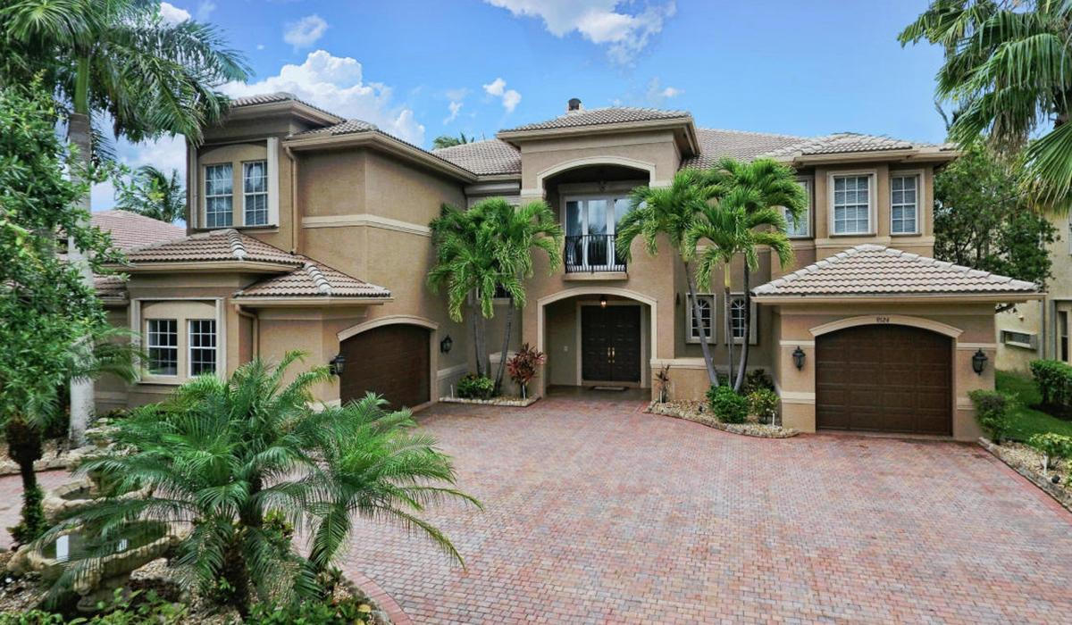 Saturnia Isles Homes for Sale & Real Estate in Boca Raton