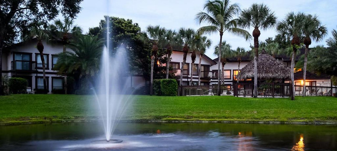 Tennis Lodges Condos in Wellington Fl